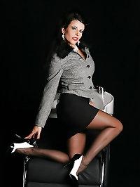 Nylon Diva Eve - Amazing MILF in Stockings