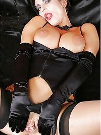 Hotwife Eve masturebate in Bed