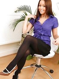 Breathtaking secretary removes black skirt and cute..