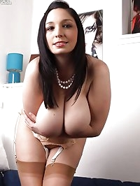 Michelle Bond - Fully fashioned titties!