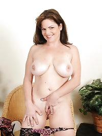 35 year old housewife Marie Michaels from AllOver30..