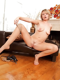 Anilos Holly Bryn strips off her lingerie and shows her..