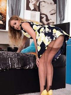 Retro Stockings Pics