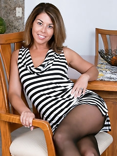 Leggy Stockings Pics