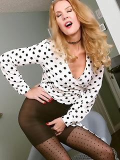 MILF Stockings Pics