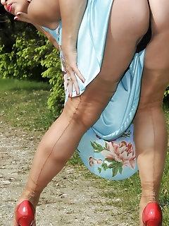 Brunette Stockings Pics