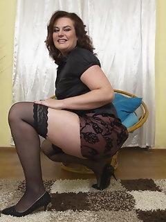 Curvy Stockings Pics